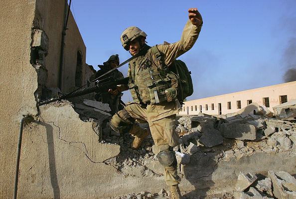 Infantry「U.S. Soldiers Continue Fight In Fallujah」:写真・画像(9)[壁紙.com]