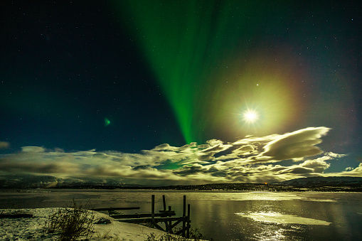 Solar System「Winter: Aurora Borealis, spectacular Northern Lights with Moon Rise in Swedish Lapland」:スマホ壁紙(2)
