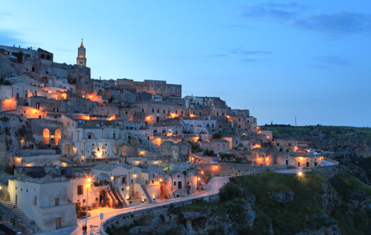 Steep「Night cityscape view of Matera Sassi, Basilica, Italy」:スマホ壁紙(19)