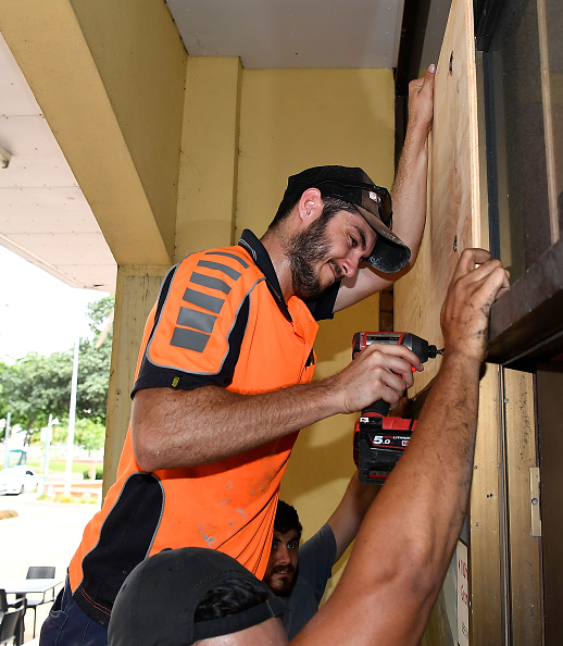 Plywood「Townsville Residents Prepare As Cyclone Debbie Approaches Queensland」:写真・画像(1)[壁紙.com]