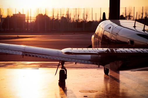 飛行機「Propeller Airplane at Sunset」:スマホ壁紙(15)