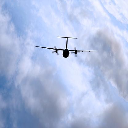 雲「XL propeller 飛行機でお越しの際は、ストーム」:スマホ壁紙(10)