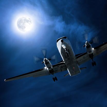 Twin Propeller「propeller airplane landing at night」:スマホ壁紙(6)