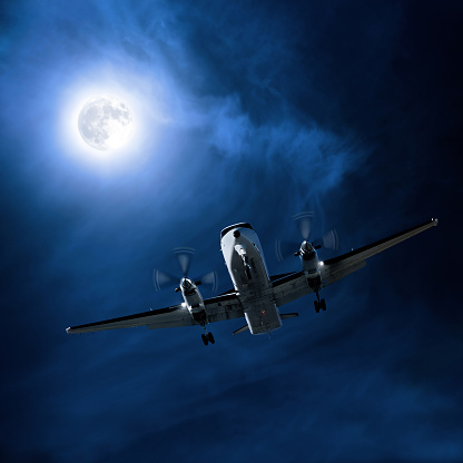Twin Propeller「propeller airplane landing at night」:スマホ壁紙(4)