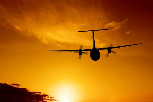 Twin Propeller「propeller airplane flying at sunset」:スマホ壁紙(0)
