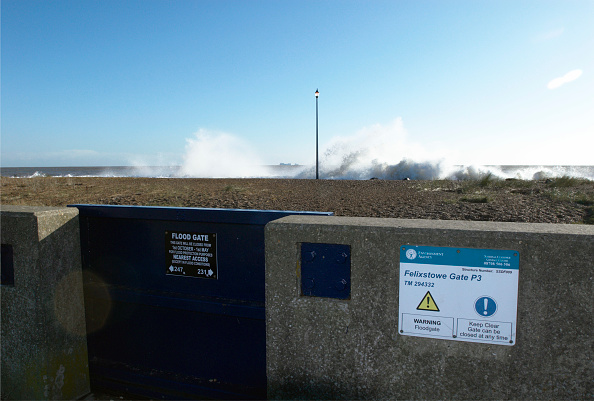 Coastal Feature「Flood gate and storm surge sea, Felixstowe, Suffolk, UK」:写真・画像(13)[壁紙.com]