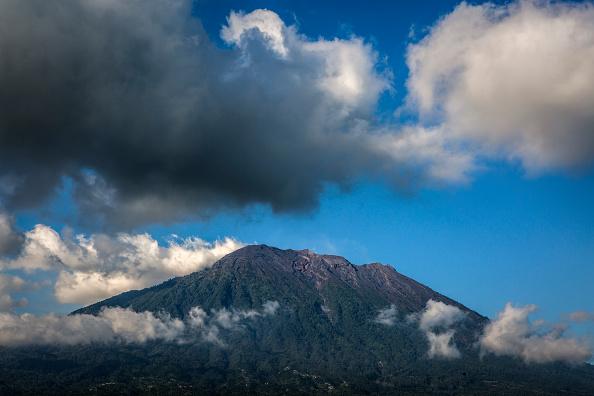 Regency Style「Indonesians Prepare For Volcanic Eruption In Bali」:写真・画像(5)[壁紙.com]