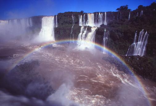 虹「Iguazu Falls on the Brazil-Argentina border」:スマホ壁紙(10)