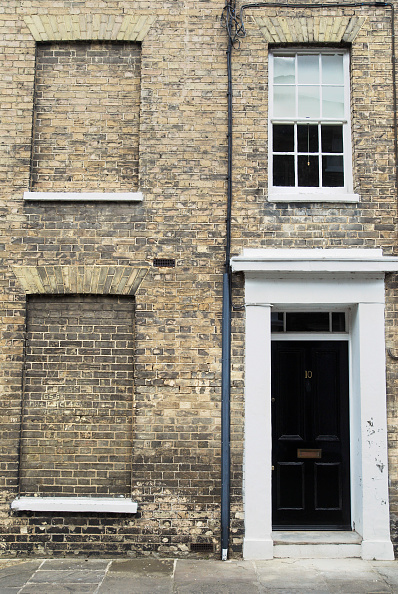 Townhouse「Victorian terrace townhouse with bricked out windows, Hadleigh, Suffolk, UK」:写真・画像(3)[壁紙.com]