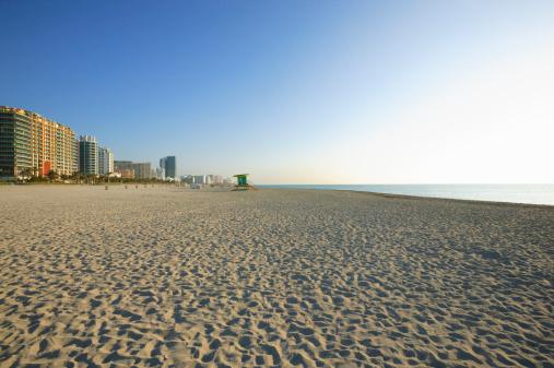 Miami Beach「Beach and buildings」:スマホ壁紙(8)