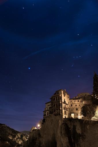 Starry sky「Spain, Castile-La Mancha, Cuenca, Orion constellation over The Casas Colgadas or Hanging Houses」:スマホ壁紙(3)