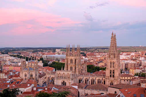 Camino De Santiago「Spain, Castile and Leon, Burgos, Cityscape with Cathedral in the evening」:スマホ壁紙(19)