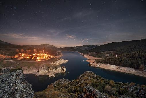 星空「Spain, Castilla y Leon, Palencia, starry night over small village and lake Camporredondo」:スマホ壁紙(3)
