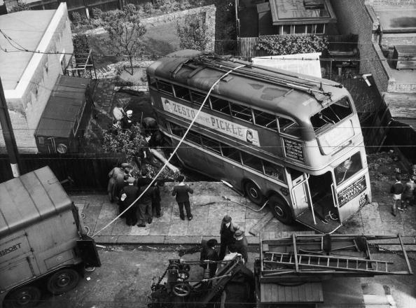 Trolley Bus「Trolleybus Crash」:写真・画像(2)[壁紙.com]