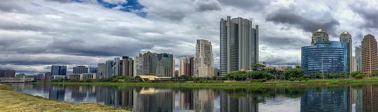 Passenger Train「View of River Pinheiros waterfront buildings」:スマホ壁紙(10)