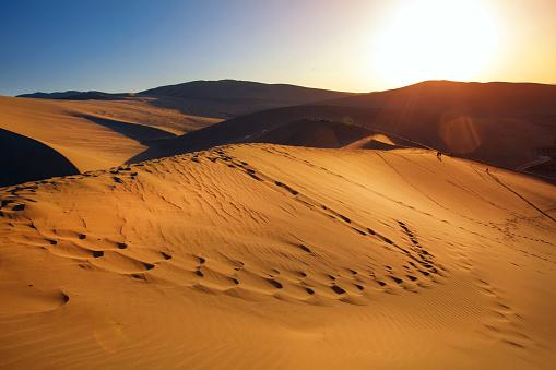 Awbari Sand Sea「Dunhuang desert, Gansu」:スマホ壁紙(6)