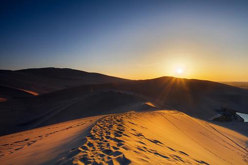 Awbari Sand Sea「Dunhuang desert, Gansu」:スマホ壁紙(7)