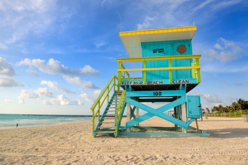 Miami Beach「監視員の小屋にマイアミのサウスビーチの日の出」:スマホ壁紙(6)