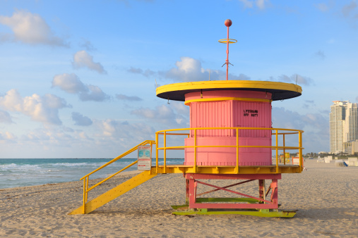 Lifeguard「lifeguard hut on Miami Beach at sunrise」:スマホ壁紙(13)