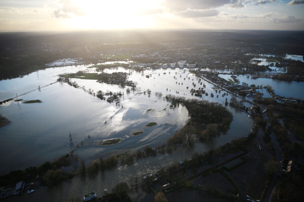 Chertsey「Aerial Views Over The River Thames Show Extent Of The Flooding」:写真・画像(0)[壁紙.com]
