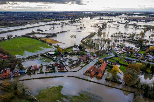 Flood「Aftermath Of Flooding In Fishlake」:写真・画像(3)[壁紙.com]