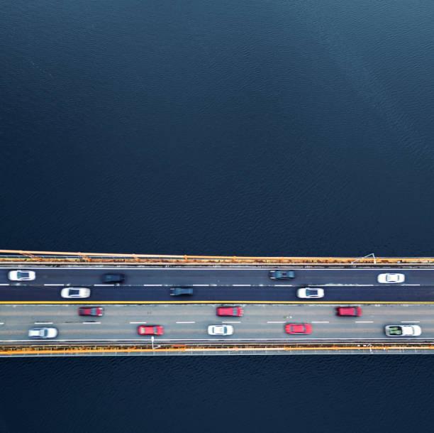 Bridge Traffic Below:スマホ壁紙(壁紙.com)
