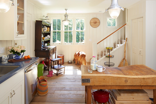 Tradition「Country living renovated kitchen in home」:スマホ壁紙(12)