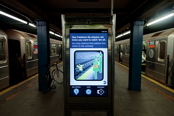 Drew Angerer「New York Citys's MTA Issues Warning About Playing Pokemon Go On Subway Platforms」:写真・画像(6)[壁紙.com]