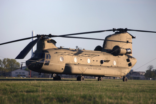 CH-47 Chinook「A brand new CH-47F Chinook helicopter on delivery to the U.S. Army in Germany.」:スマホ壁紙(14)