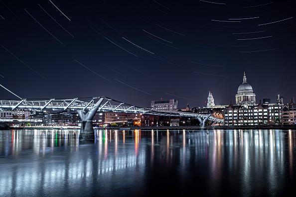 Environmental Issues「Starry Nights Over London」:写真・画像(11)[壁紙.com]