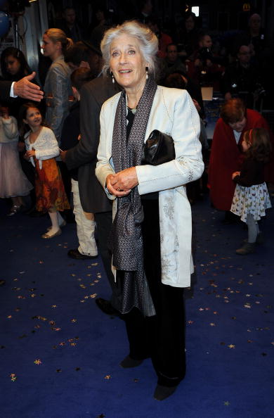 Odeon West End「Nanny McPhee And The Big Bang - World Film Premiere: Outside Arrivals」:写真・画像(19)[壁紙.com]