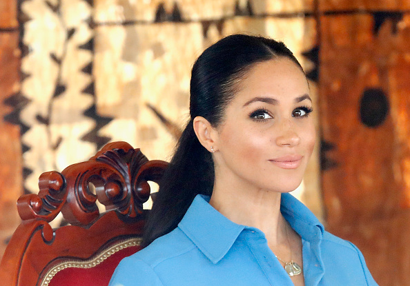 Looking At Camera「The Duke And Duchess Of Sussex Visit Tonga - Day 2」:写真・画像(7)[壁紙.com]