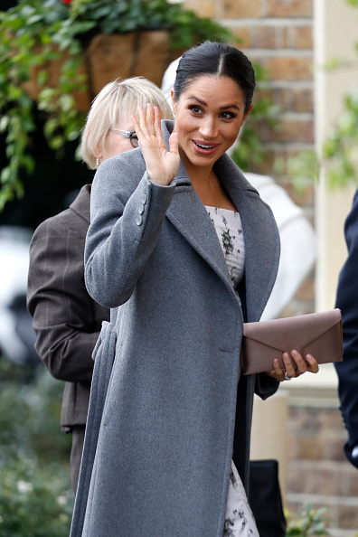 Clutch Bag「The Duchess Of Sussex Visits Brinsworth House」:写真・画像(15)[壁紙.com]