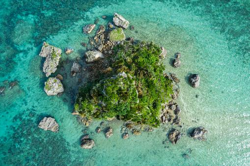Shallow「Beautiful seas and shallows. Aerial photograph of a small island.」:スマホ壁紙(13)