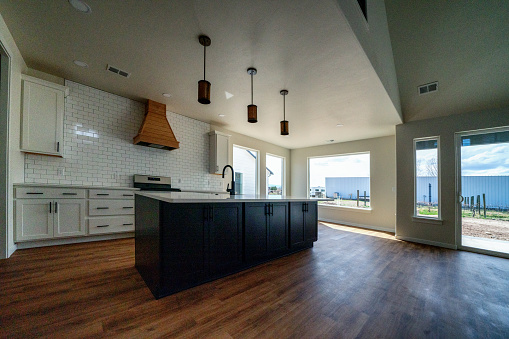 Family「A Beautiful Single Family Home In A New Subdivision Modern Kitchen and Living Room」:スマホ壁紙(16)