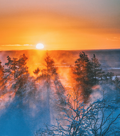 Finnish Lapland「Beautiful sunset view on foggy and snowy forest in Lapland, Finland」:スマホ壁紙(10)