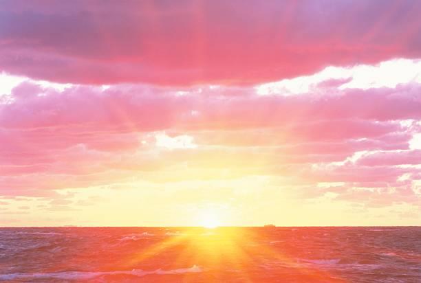 Beautiful Sunrise Over the Ocean. Wakkanai, Hokkaido, Japan:スマホ壁紙(壁紙.com)