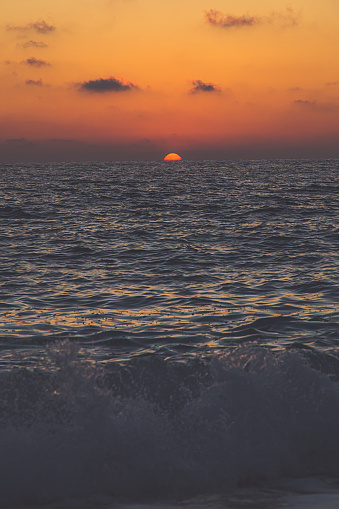 Wave「海の美しい日の出 」:スマホ壁紙(0)
