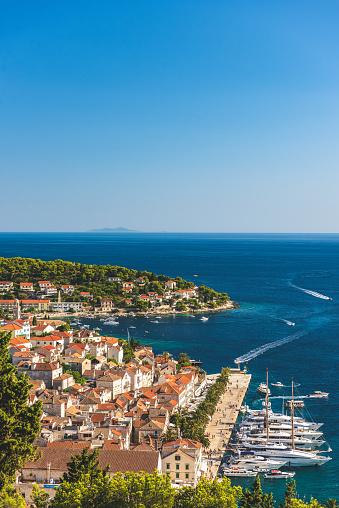 UNESCO「Beautiful shot overlooking Hvar, Croatia」:スマホ壁紙(11)