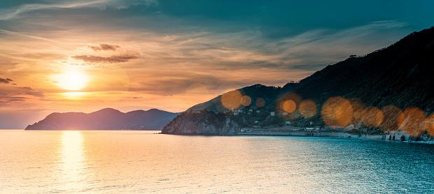 夕焼け 海「美しい夕暮れのリグーリア(イタリア)」:スマホ壁紙(15)