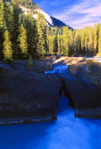Yoho National Park「Beautiful stream」:スマホ壁紙(19)