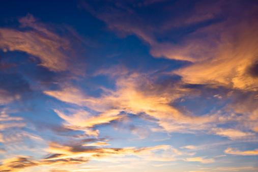 雲「美しい夕日」:スマホ壁紙(9)