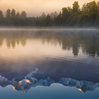 Lake Matheson「Beautiful scenery landscape of the Matheson Lake Fox Glacier town Southern Alps Mountain Valleys New Zealand」:スマホ壁紙(18)