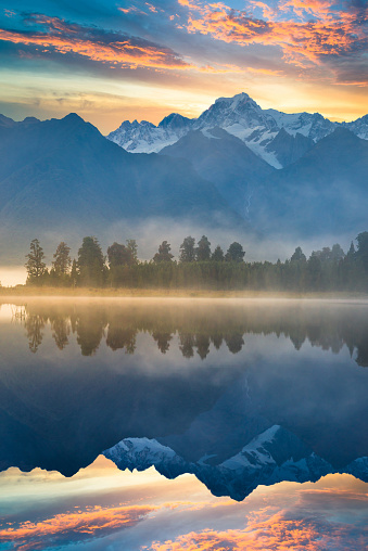 Mt Cook「Beautiful scenery landscape of the Matheson Lake Fox Glacier town Southern Alps Mountain Valleys New Zealand」:スマホ壁紙(9)