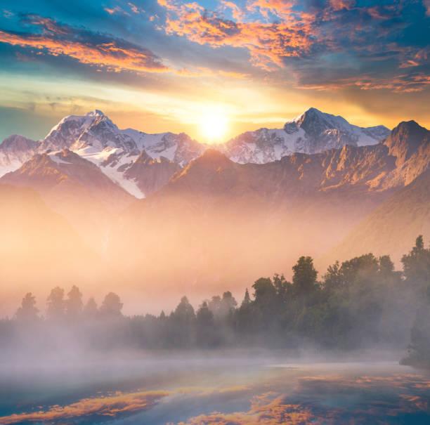 Beautiful scenery landscape of the Matheson Lake Fox Glacier town Southern Alps Mountain Valleys New Zealand:スマホ壁紙(壁紙.com)