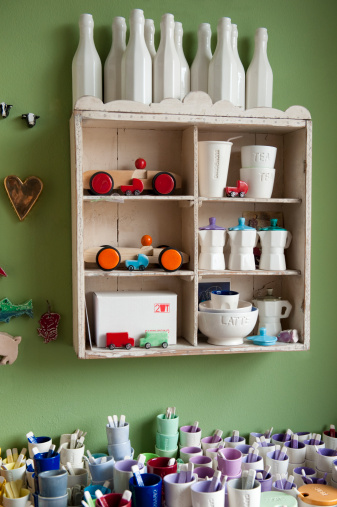 Knick Knack「Ceramic craft objects on display in a shop」:スマホ壁紙(2)