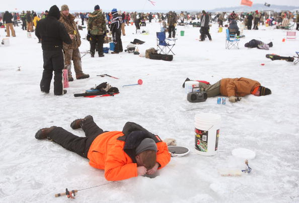 Fisherman「Minnesota Lake Boasts World's Biggest Ice Fishing Competition」:写真・画像(18)[壁紙.com]