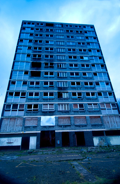 Dramatic Landscape「Derelict high-rise council tower block damaged by fire, Manchester」:写真・画像(0)[壁紙.com]