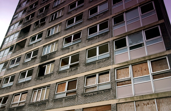 Dramatic Landscape「Derelict high-rise council tower block damaged by fire, Manchester」:写真・画像(3)[壁紙.com]