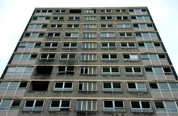 Dramatic Landscape「Derelict high-rise council tower block damaged by fire, Manchester」:写真・画像(2)[壁紙.com]